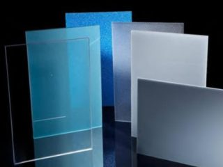 Differenze tra policarbonato, plexiglas e vetro